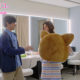 落ち込む新木優子をレッサーパンダの着ぐるみ姿で全力応援する吉沢亮
