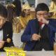 意外な共演?千原ジュニアと山里亮太が「モンスト銀だこ」を食べる