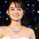 葵わかな、純白の肩出しドレスでけやき坂イルミネーションの点灯式に登場!