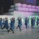 女性社員で結成された新しいアイドル「東池袋52」が歌って踊る!「セゾンカード・UCカードのApple Pay」CM