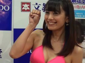 脊山麻理子さんが初写真集「SEYANA」の発売記念イベントに登場