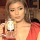 ローラが胸元ざっくりのセクシー衣装で登場!「渋谷ビームハイボール横丁」期間限定オープン